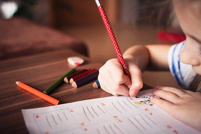 piszące dziecko